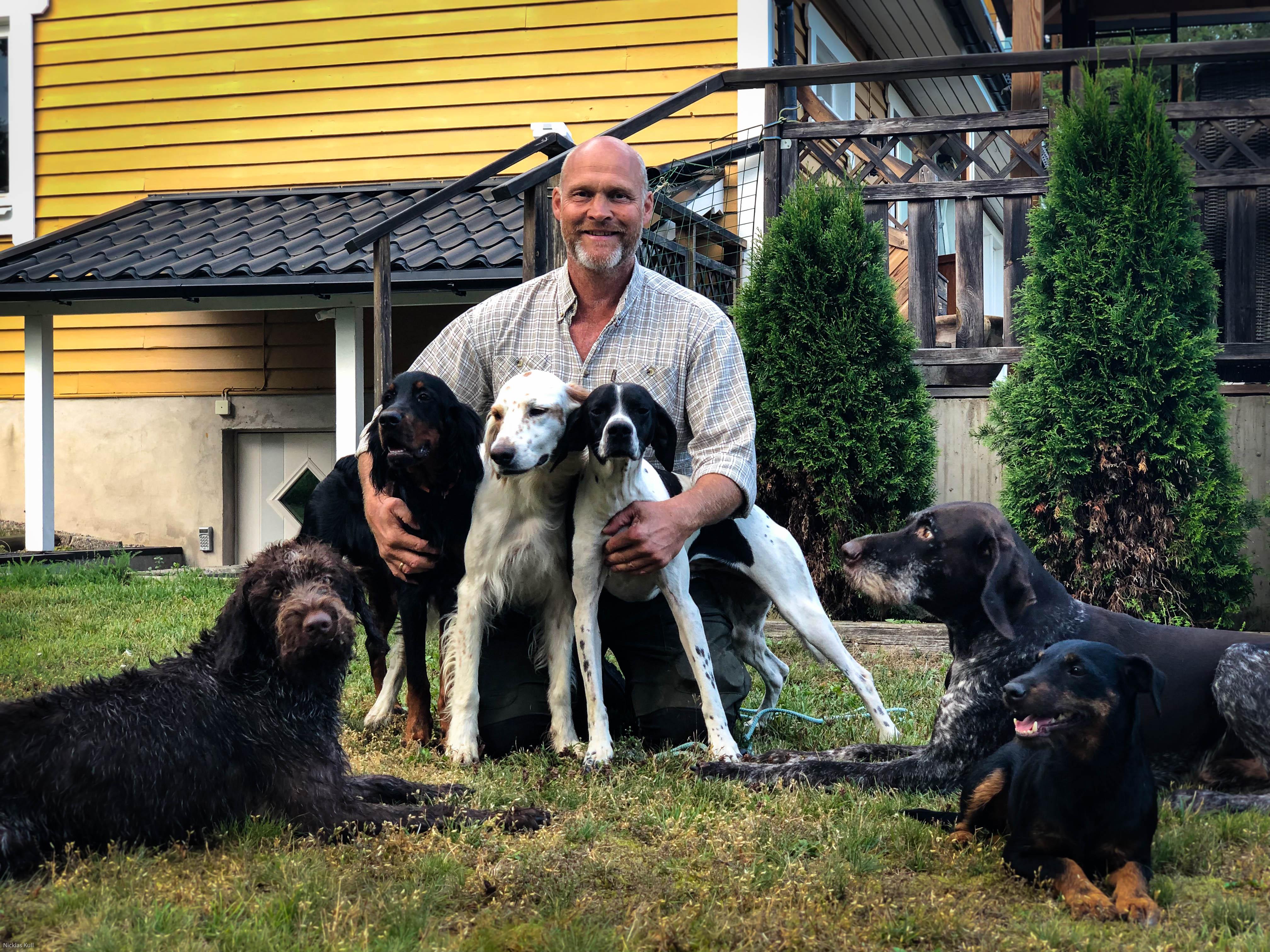 Sören med hans sex hundar
